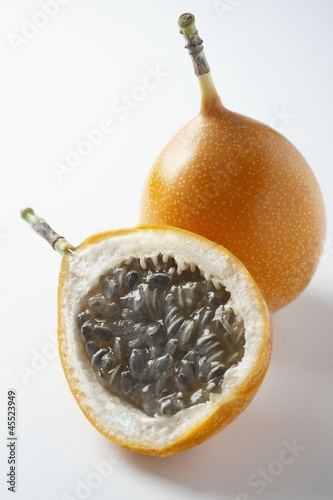 Granadilla, whole and halved