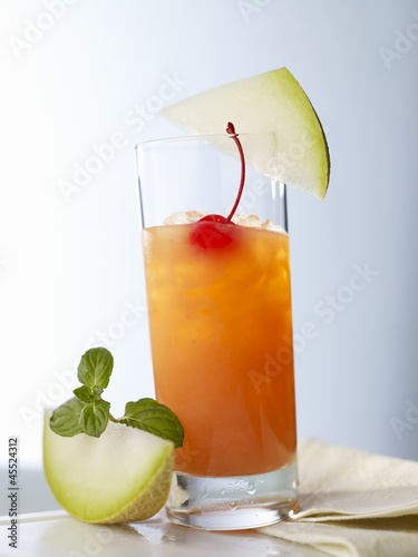 'Shaker Reindeer' (cocktail with melon and vodka, Finnland)