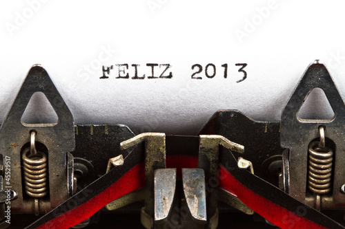 typewriter with text feliz 2013