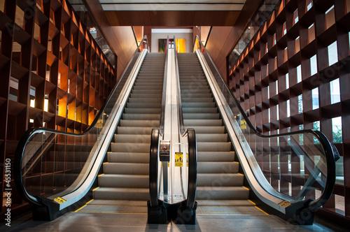 Empty escalator - 45531150