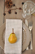 Herbstliche Tischdeko mit Birne
