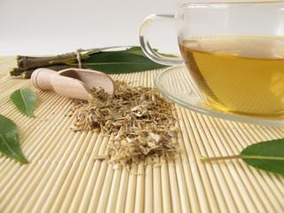 Tee mit Weidenrinde
