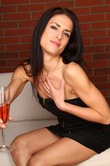 Frau in einer Lounge