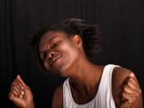 Afrikanerin tanzt selbstvergessen