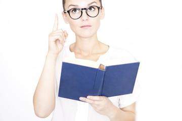 Frau beim Buch lesen