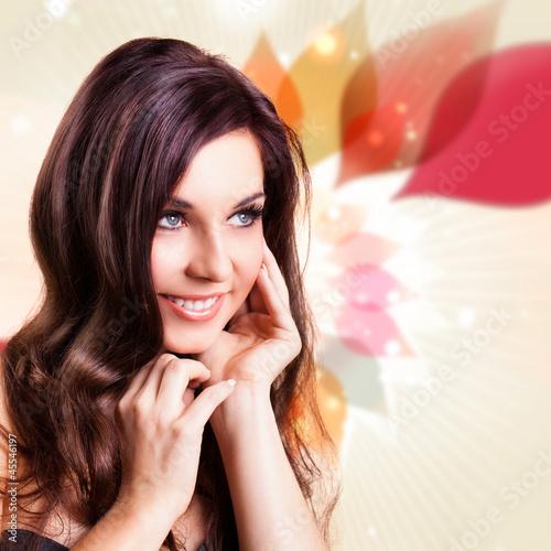 attraktive brünette junge Frau