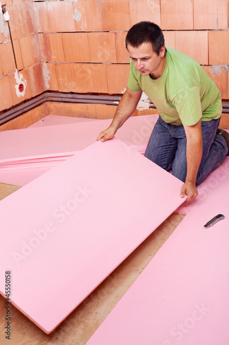 Laying the floor insulation layer in a new house