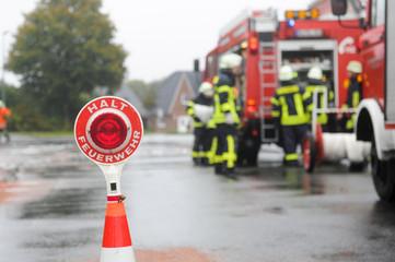 Halt Feuerwehr - Unfallstelle