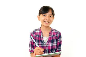 笑顔で勉強に励む女の子