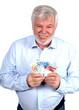 Lachender älterer Herr mit Geldfächer in der Hand