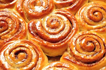 appetizing cinnamon buns