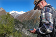 Wanderer mit GPS - hiker with GPS