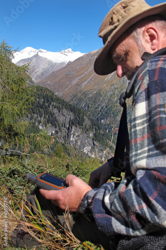 Hiker with GPS - Bergsteiger with GPS