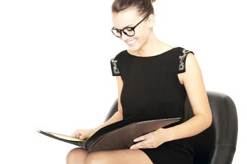 Frau mit Unterlagen