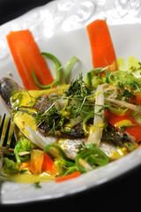 Dorade an Riesling-Gemüse-Bett mit Safran-Sauce