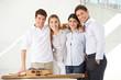 Architekten-Team mit Hausmodell
