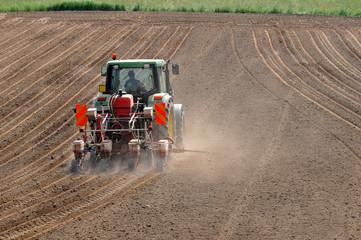 Trattore agricolo , macchina  seminatrice