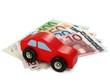 Rotes Holzauto auf Euroscheinen 02
