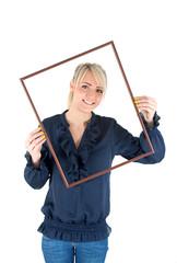 Frau mit Rahmen