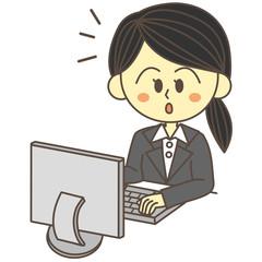 パソコンをするビジネスウーマン 気づく