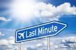 Blaues Schild mit Sonne und Last Minute