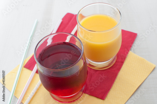 Orange and red juices in glasses