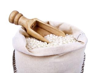 arroz en fondo blanco