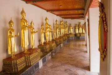 Галерея Будд в храме Лежачего Будды