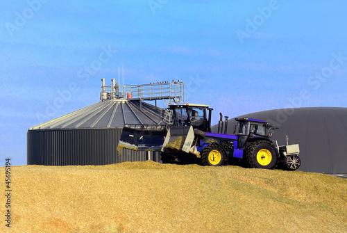 Biogasanlage lagert Mais ein