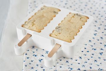 Baked Raisin Cakes