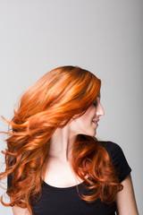 Profil einer feurigen Frisur