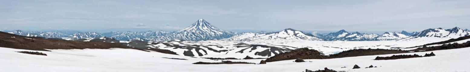 Панорама, снятая с вершины вулкана Горелый (Камчатка)