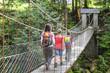wackelige Brücke über den Bach