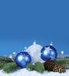 Weihnachtsdekoration in blau, silber, weiß