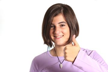 adolescente con pollice alzato