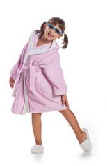 Bambina in accappatoio rosa
