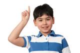 kind gibt einen hinweis mit dem finger poster