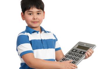 schüler hält großen taschenrechner
