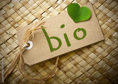 Etiquette en carton et mot bio