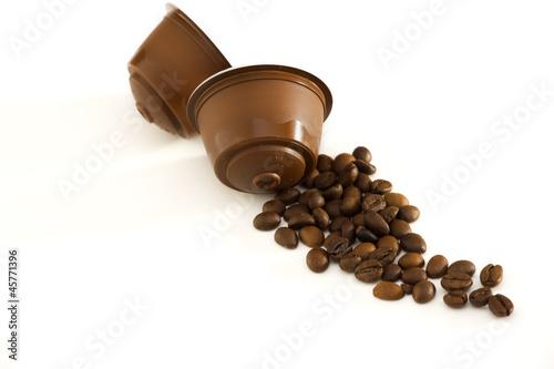 Capsule e chicchi di caffè