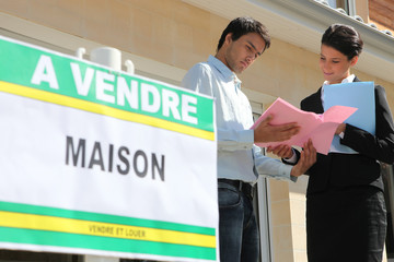 Agent discussing details with a property vendor