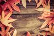 Nostalgischer Rahmen aus Herbstblättern