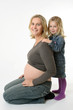 Schwangere Mutter mit Tochter