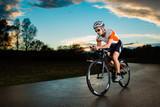 Triathlet auf dem Fahrrad - 45790920