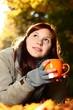 junge Frau mit Teetasse 2