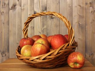 Obstkorb mit Äpfel