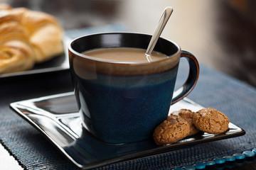 Kawa z ciastkami włoskimi
