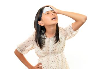 頭痛に苦しむ女の子