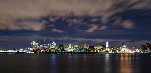 Montréal cityscape at night