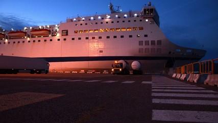 traghetto passeggeri e cargo